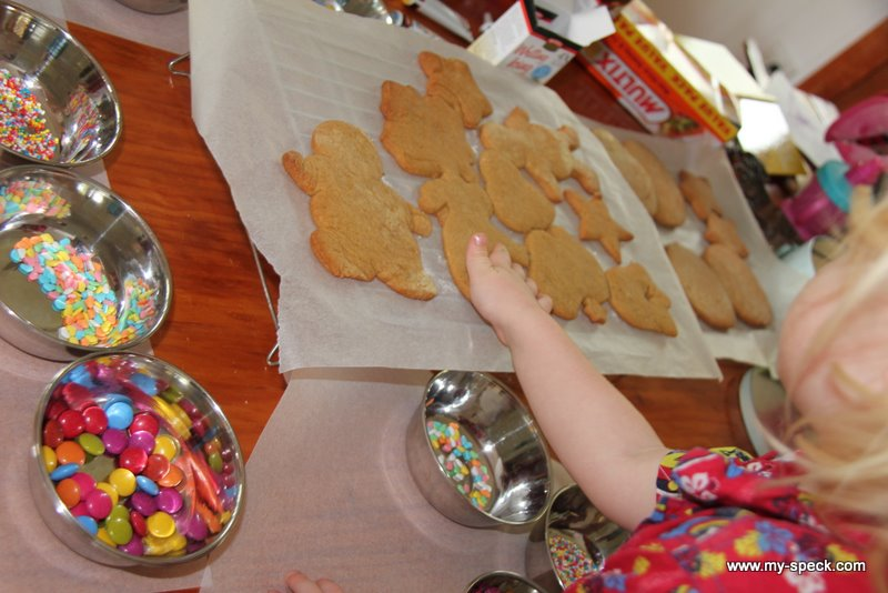 20111220_making_gingerbreadmen03